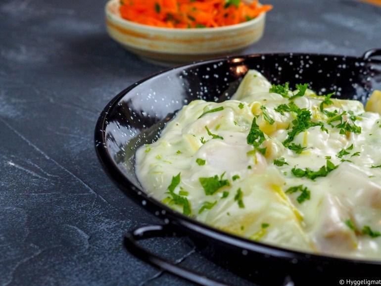 Plukkfisk en gammel norsk klassiker som stammer fra vestlandet. Retten består vanligvis av kokt torsk, poteter og purre i hvit saus. Bruk den fisken du har lyst på. Har du ikke fisk- og potetrester liggende, så er det bare å bake eller koke opp på forhånd.