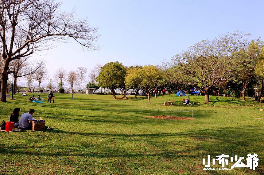 鰲峰山市鎮公園陽光草坪