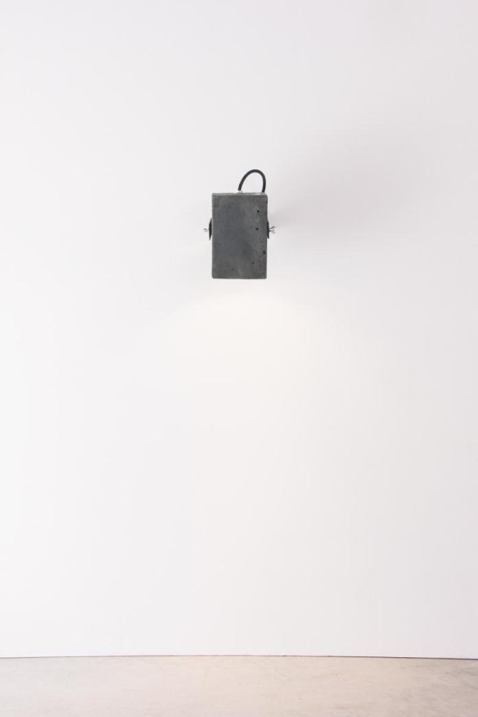 4850-luminaria-ponto-preta-tomada-2-1200