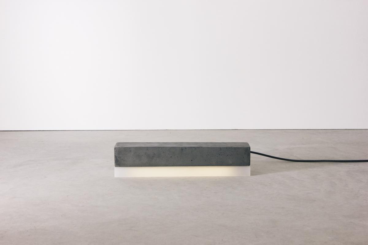 4993-luminaria-peso-retangular-preta-tomada-2-1200