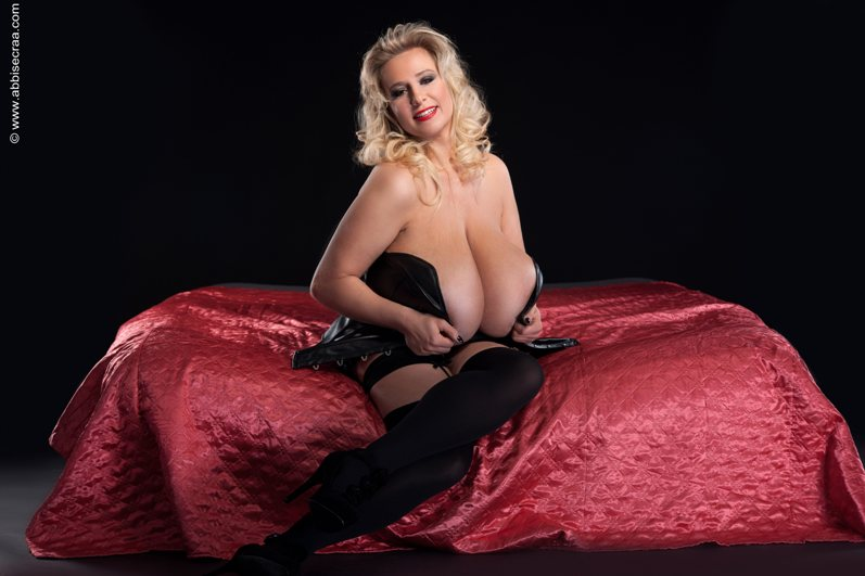 Dedicated to my deep cleavage Admirers 02
