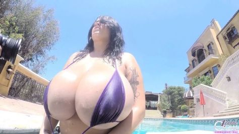LEANNE CROW - POOLSIDE PURPLE GOPRO1.02