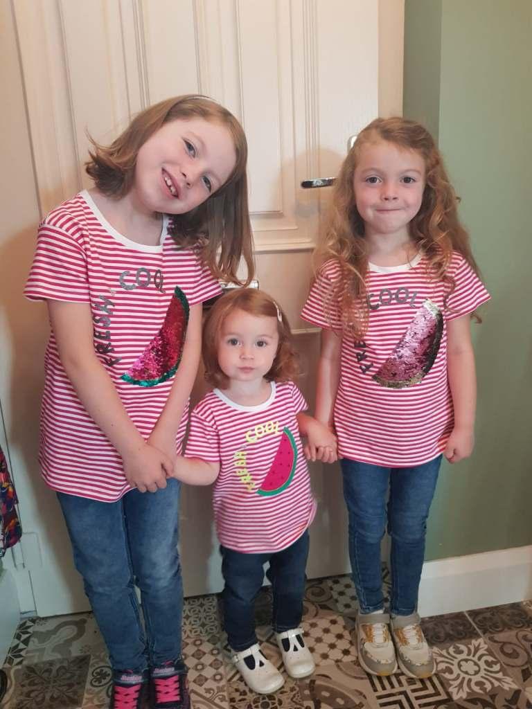 breastfeeding three girls