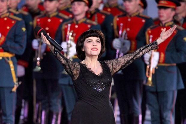 Мирей Матье часто выступает в России