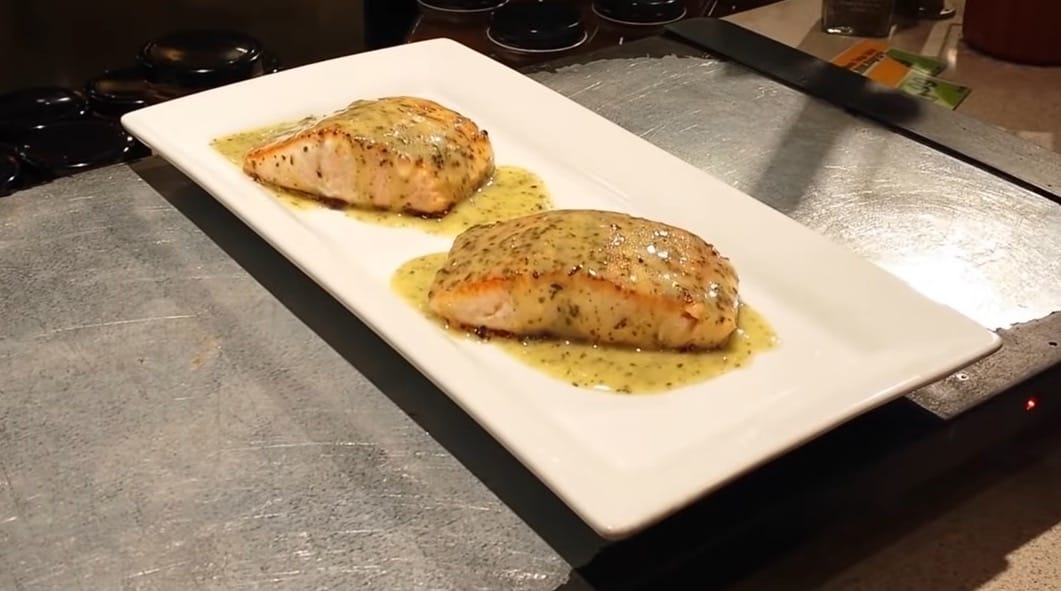 Salmon with a lemon butter sauce