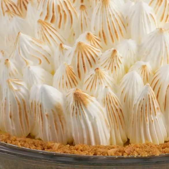 Anna Bakes an OUTSTANDING Key Lime Pie