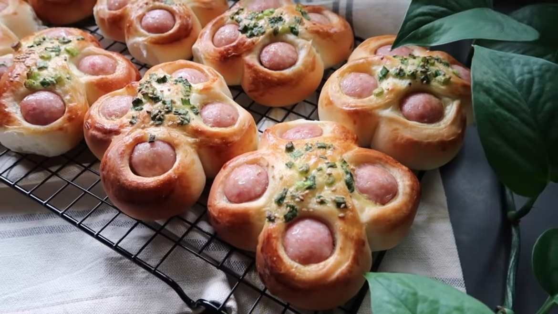 Taiwanese Style Sausage Buns