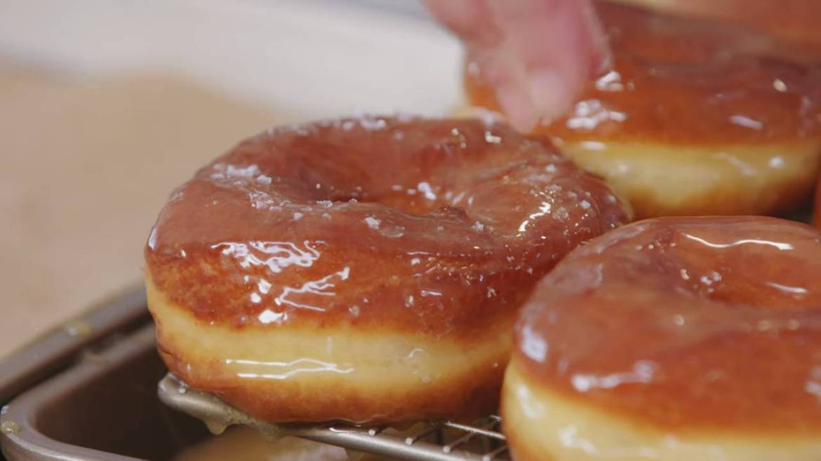 Described Video | Salted Caramel Donuts for Casual Wedding | Anna's Occasions