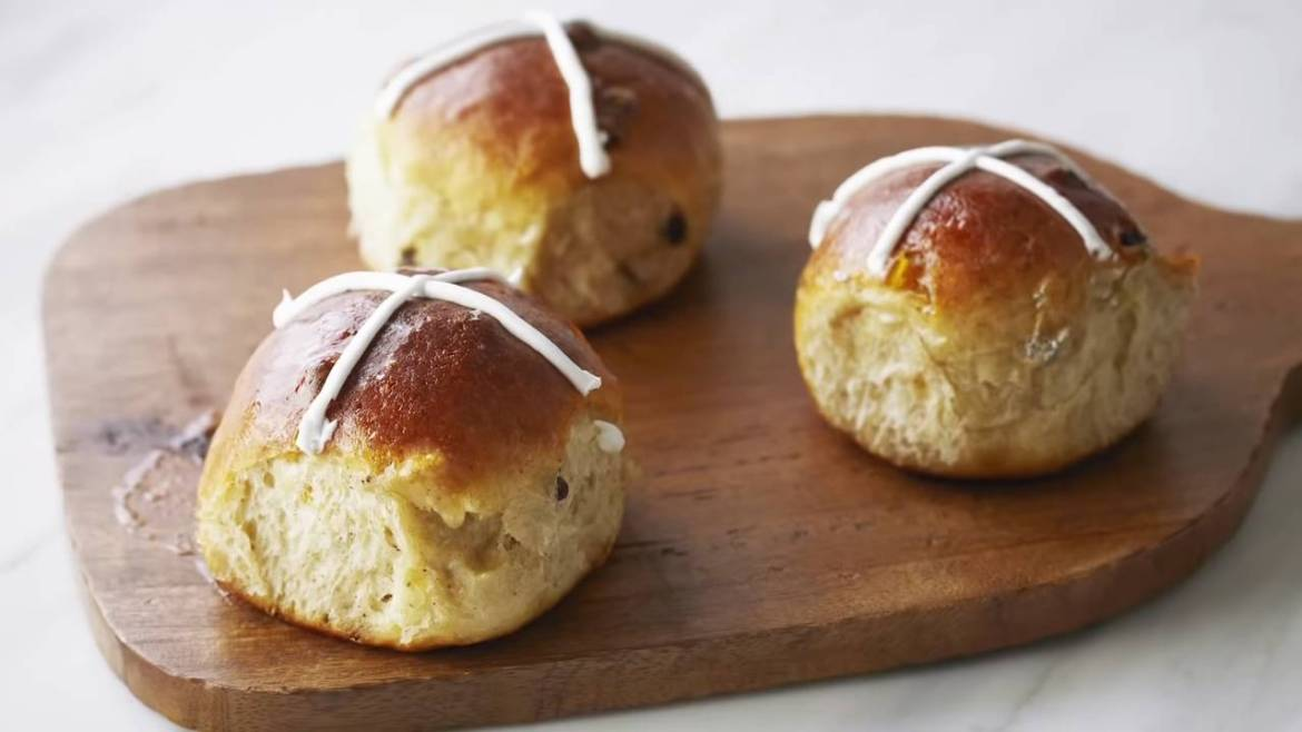 Hot Cross Buns Recipe for the end of Lent (Made By Anna Olson)