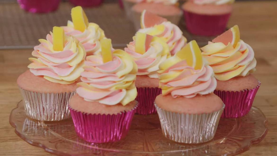 1595 vues•11 juin 2021 217 1 PARTAGER ENREGISTRER Oh Yum with Anna Olson 1,15 M d'abonnés Pink Lemonade Cupcakes are the perfect dessert for a casual wedding. Professional Baker Anna Olson will show you how to make these delicious treats! Subscribe for more video recipes: http://goo.gl/MJV4af Recipe Makes 15 cupcakes Prep Time: 40 minutes Cook Time: 18 minutes Ingredients Cupcakes 1 ½ cups (225 g) all-purpose flour 2/3 cup (140 g) granulated sugar 2 tsp baking powder ½ tsp baking soda Finely grated zest of 1 lemon ½ cup (125 mL) vegetable oil ½ cup (125 mL) buttermilk 2 large eggs 1 large egg yolk 2 Tbsp fresh lemon juice 1 tsp vanilla extract Pink food colouring gel Frosting 1 ½ cups (340 g) unsalted butter, room temperature 6 cups (780 g) icing sugar Finely grated zest of 1 lemon ½ tsp fine salt ¼ cup (60 mL) whipping cream 3 Tbsp (45 mL) fresh lemon juice 1 Tbsp vanilla extract Pink & yellow food colouring gels Pink or yellow sprinkles or candies, for décor Directions 1. Preheat the oven to 350°F (180°C). Line two 12-cup muffin pans with 15 pink paper or foil liners. 2. Sift the flour, sugar, baking powder and baking soda into a large mixing bowl. Add the lemon zest and whisk in, to draw out the lemon flavour. 3. In a separate bowl, whisk the oil, buttermilk, eggs, egg yolk, lemon juice and vanilla together. Add this all at once to the flour and whisk vigorously by hand until the mixture is smooth and thickened, about 2 minutes. 4. Scoop the batter into the muffin tin, filling then about 2/3 full. Bake for 15 to 18 minutes, until they spring back when gently pressed. Cool the cupcakes in their tin on a rack for 15 minutes, before removing to cool completely. 5. For the frosting, use electric beaters or a stand mixer fitted with the paddle attachment, beat the butter at high speed for 2 minutes, until fluffy. Add half of the icing sugar and beat, starting at low speed and then increasing to high, stopping to scrape the bowl once or twice. Add the remaining icing s