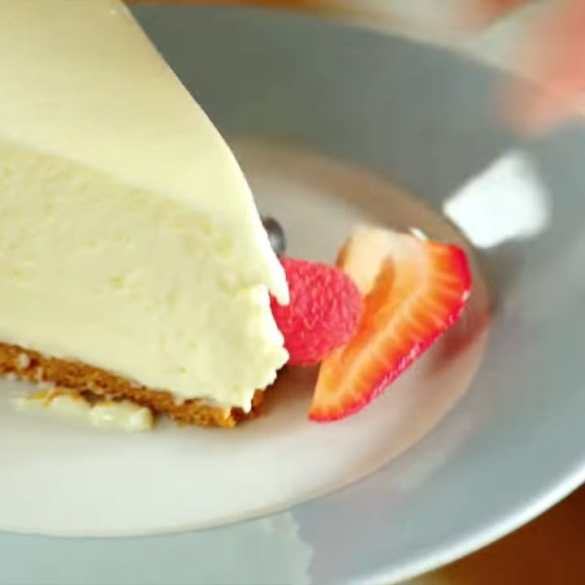 Professional Baker Teaches You How To Make CHEESECAKE
