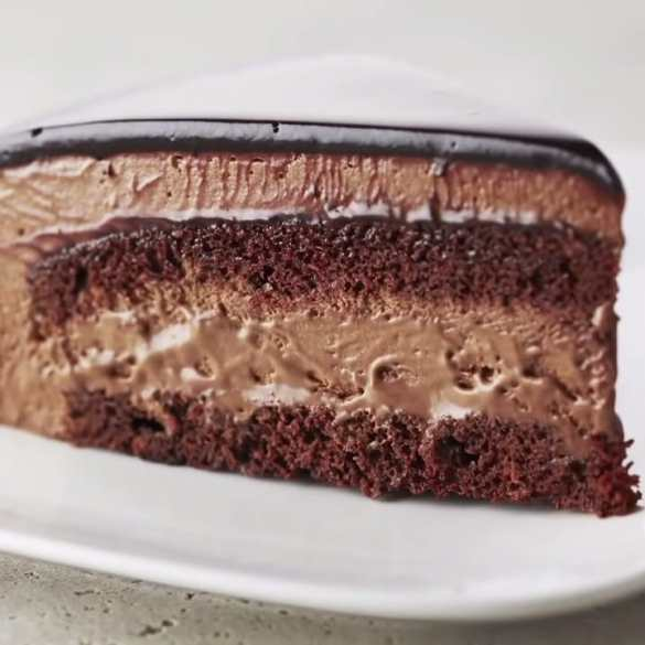 Professional Baker Teaches You How To Make CHOCOLATE MOUSSE CAKE!