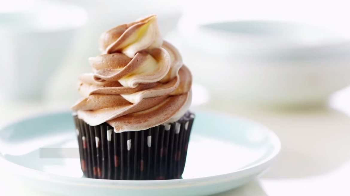 Professional Baker Teaches You How To Make CUPCAKES