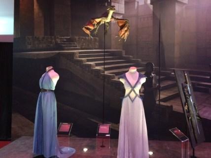 Kostüme und Thronsaal von Daenerys Targaryen in Mereen. Foto von der GoT Exhibit. (c) Sky Deutschland
