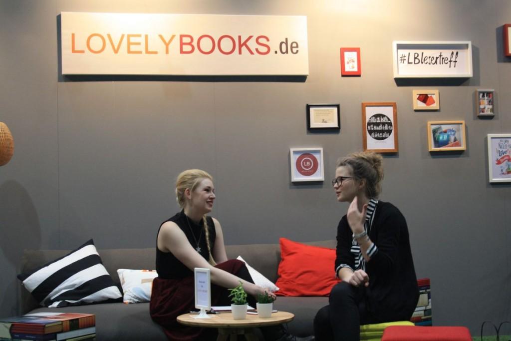 Lea vom Blog Liberiarium im Gespräch mit Tina von LovelyBooks.de