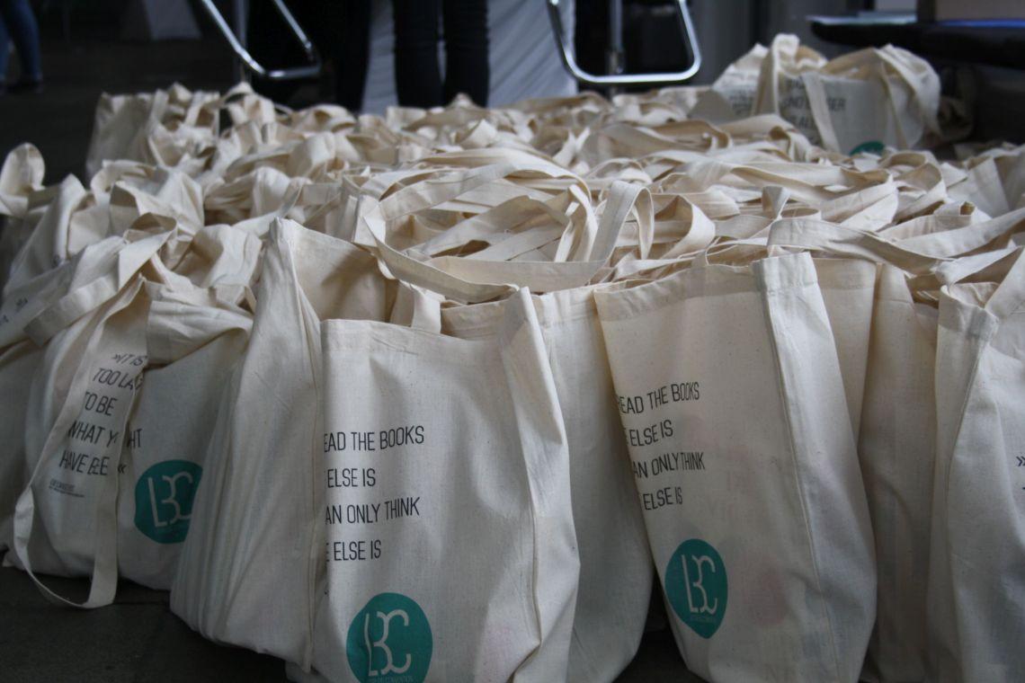 Für jeden Teilnehmer winke ein prall gefüllter Goodie Bag mit vielen tollen Büchern und Give Aways