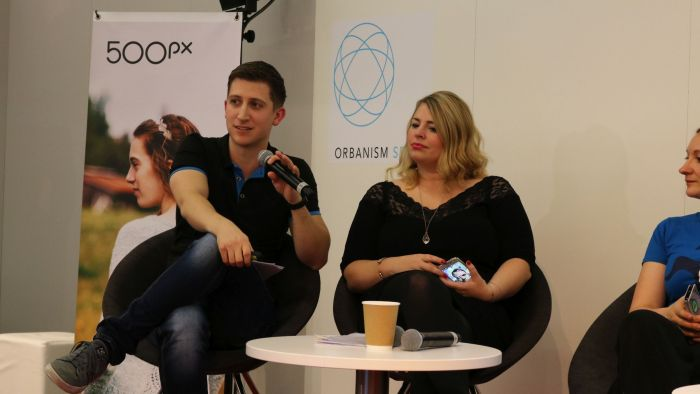 """Ich während des Panels """"Monetarisierung von (Buch-)Blogs"""" beim Blogger Future Place auf der #FBM16"""