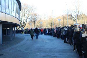 Extrem lange Warteschlangen am Samstag der German Comic Con 2016 in Dortmund