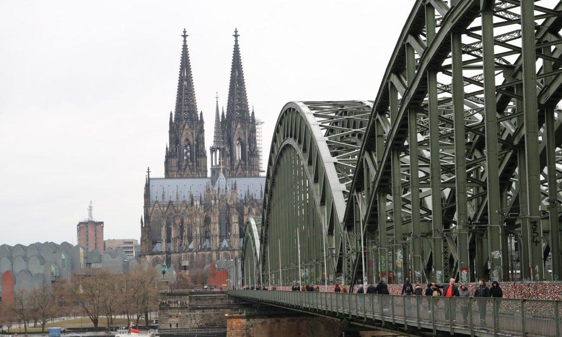 Der Kölner Dom sowie die Hohenzollernbrücke