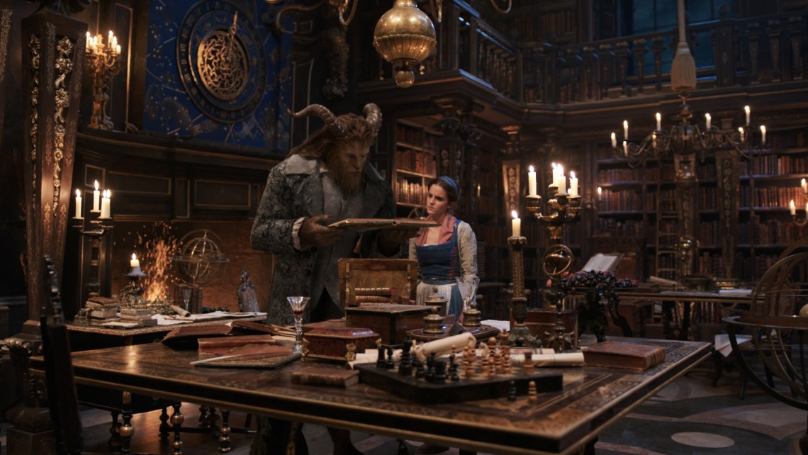 Beauty and the Beast; Belle (Emma Watson) und das Biest (Dan Stevens); (c) 2016 Disney Enterprises inc. All Rights Reserved.