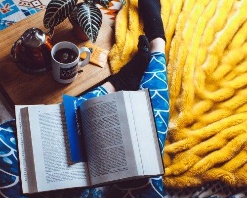 Bucurii de cititor (3): Profită de reduceri, cumpără mult, citește și mai mult