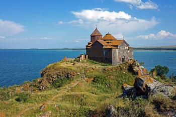 Армения продлила режим ЧП до 12 августа