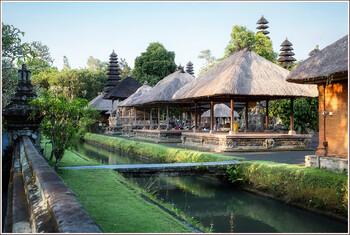 Бали могут открыть для туристов позже из-за новых случаев коронавируса