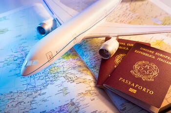 Европейцам советуют отложить путешествия до осени