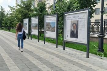 В Екатеринбурге художественную выставку устроили прямо на улице
