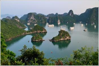 Вьетнам выходит из общенационального карантина