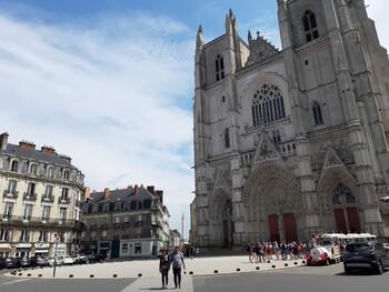 Во Франции арестовали подозреваемого в поджоге собора Нанта