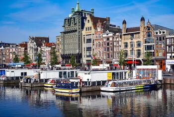 Жители Амстердама требуют ограничить число туристов