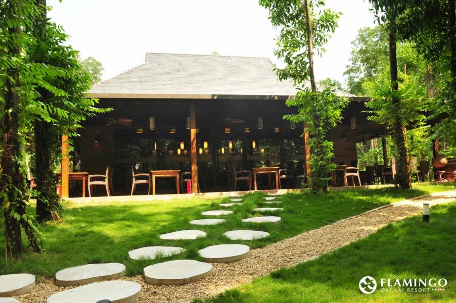 nhà hàng charm Palace