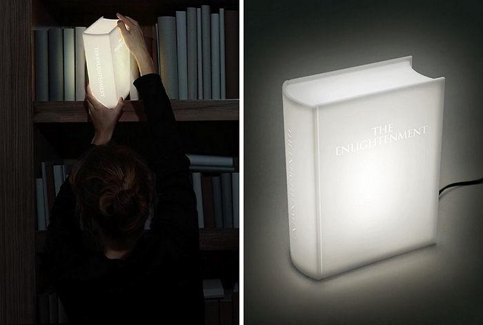 светильник в форме книги