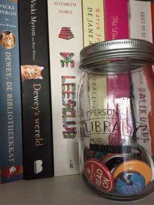 Book Jar gevuld met buttons