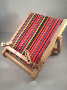 Leesstandaard in de vorm van een strandstoel