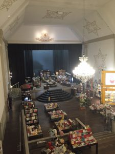 Breda Grand boekhandel binnen