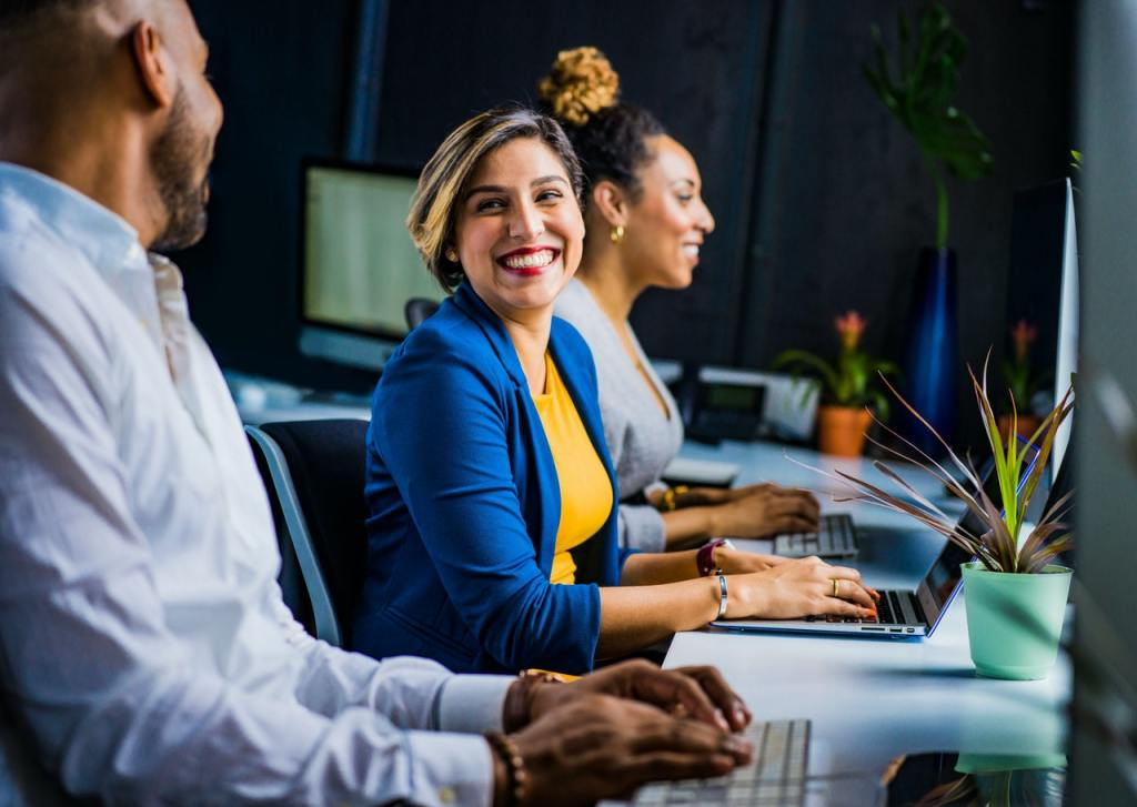 Become confident using Microsoft Office Excel, Word, PowerPoint & Outlook online training courses