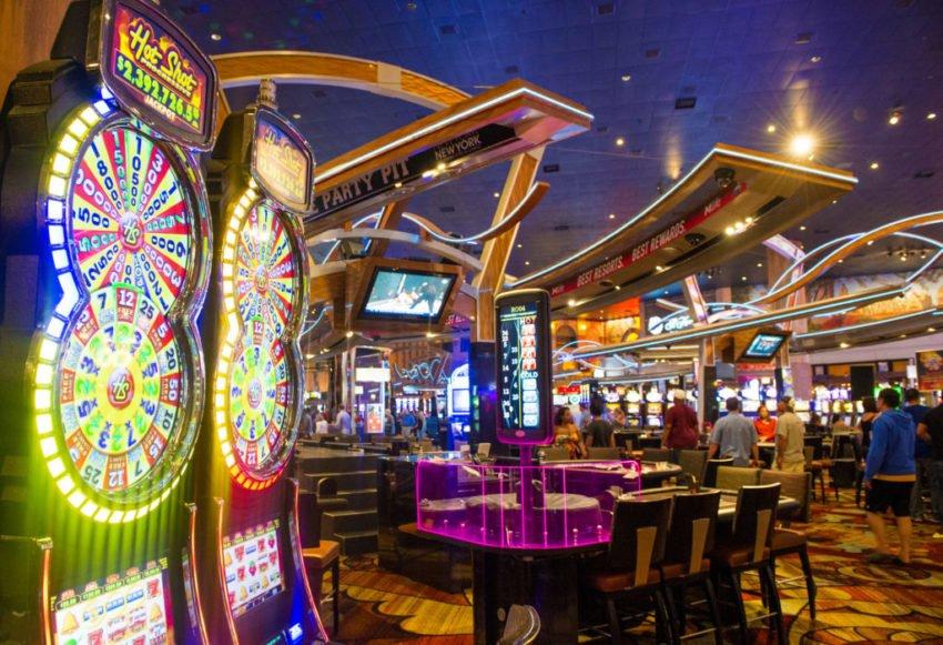 Открытие казино Лас-Вегаса может обернуться вспышкой COVID-19