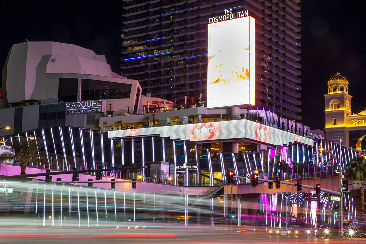 Мужчина ограбил казино Cosmopolitan в Лас-Вегасе. Вместо денег он взял игровые фишки