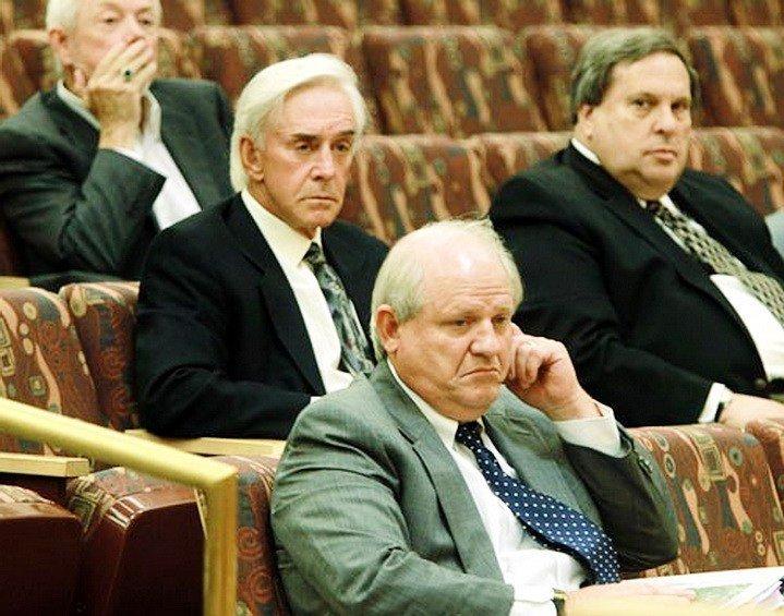 Волтерс (другий ліворуч) під час одного із слухань на засіданні грального комісії штату Невада
