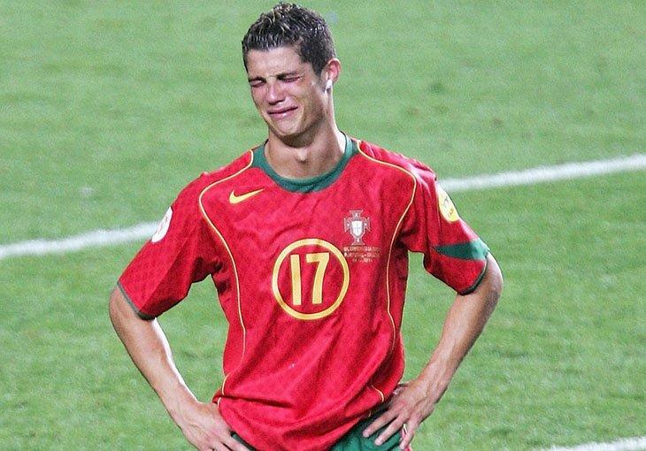 Після фіналу Євро-2004 Роналду не стримував сліз
