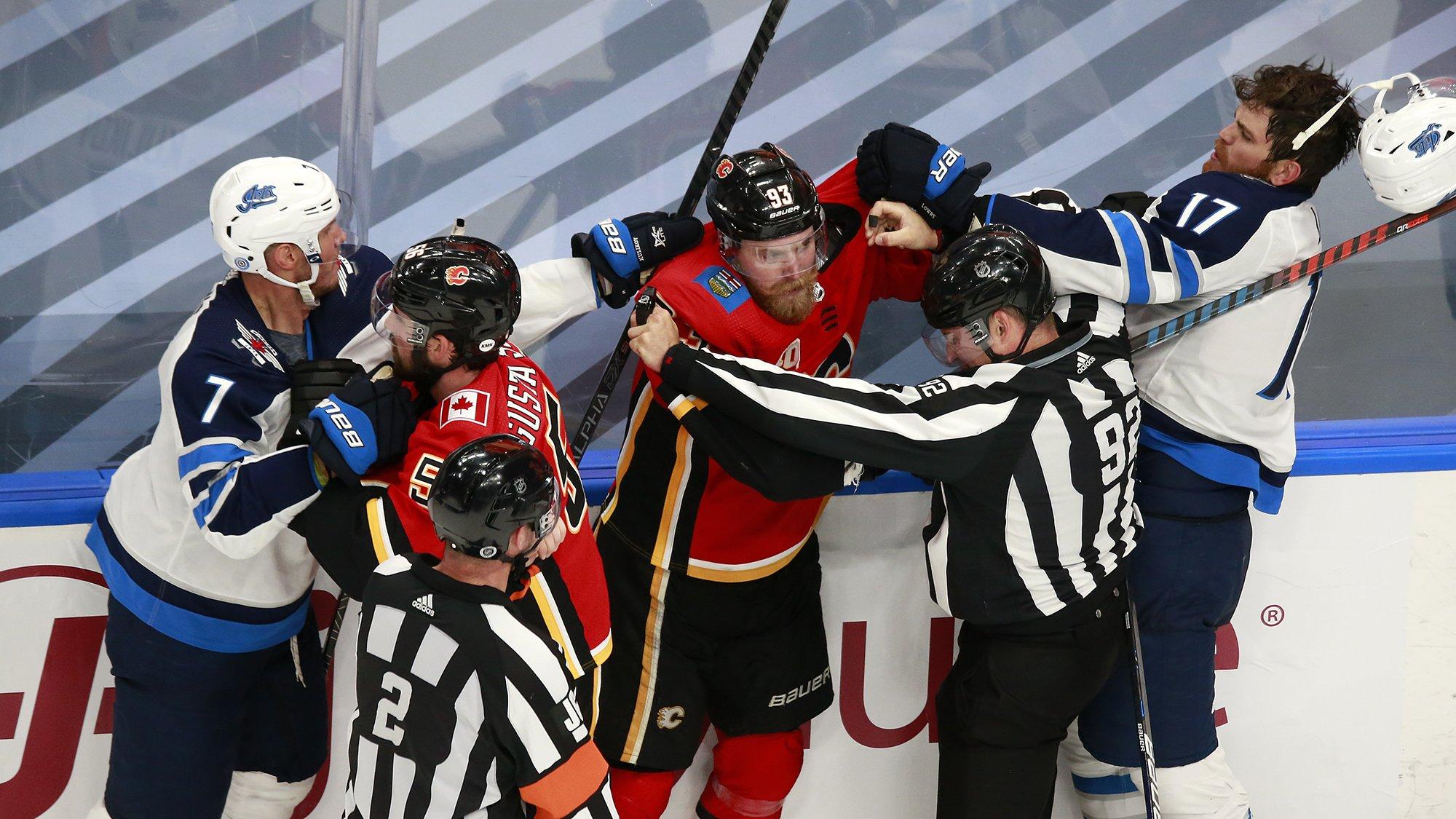 «Виннипег» Куликова проиграл «Калгари» в первом матче серии плей-офф НХЛ