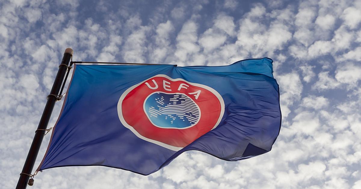 УЕФА обязал Украину прикрыть слоган «Героям Слава!» на футболках