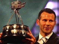 Один из обладателей премии 'Спортсмен года' Райан Гиггз вместе с трофеем