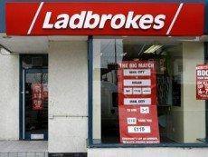 Вход в пункт приема ставок Ladbrokes
