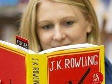 Джоан Роулинг вместе со своей новой книгой