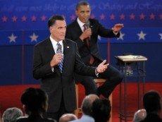 Митт Ромни (на переднем плане) и Барак Обама