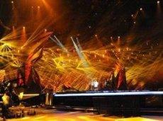 Во время выступления Эмили де Форест сцену заполнят огненные краски