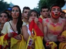 Болельщики сборной Испании опускают руки